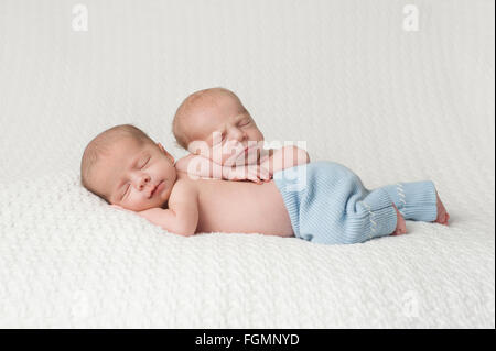Schlafende Twin Baby Boys - Stockfoto