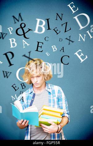 Zusammengesetztes Bild des Studenten lesen - Stockfoto