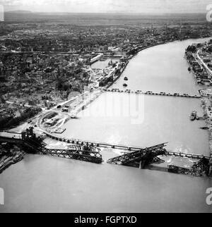 Nachkriegszeit, zerstörten Städten, Ludwigshafen am Rhein, Blick auf die Stadt mit den zerstörten Brücke Ludwigshafen - Stockfoto