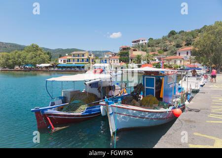 Platanias, Thessalien, Griechenland. Angelboote/Fischerboote in den Hafen. - Stockfoto