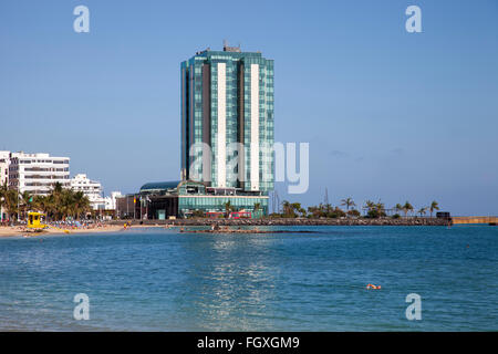 Playa del Reducto und Promenade mit dem Gran Hotel Arrecife Stadt, Insel Lanzarote, Kanarische Inseln, Spanien, - Stockfoto