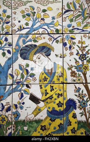 Treffen in einem Garten. Iran. 17. Jahrhundert. Farbig glasiert. Isfahan. Safavid Periode. Louvre-Museum. Paris. - Stockfoto