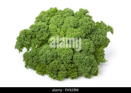 Frische rohe grüne Grünkohl auf weißem Hintergrund - Stockfoto