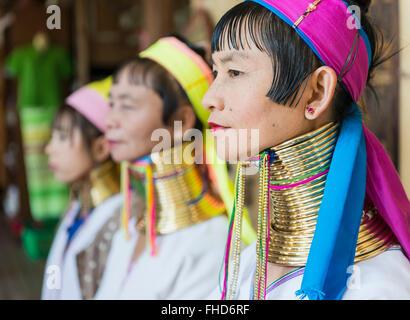 Frauen mit Halsringen, Burma