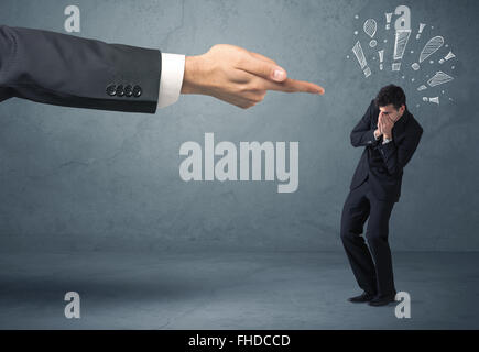 Boss Hand brennen schuldig Geschäftsmann - Stockfoto