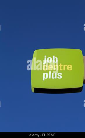 Ein Jobcentre Plus-Zeichen in Bristol, England - Stockfoto