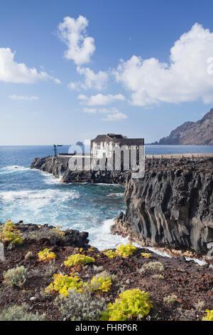 Hotel Punta Grande auf einer Klippe, Las Puntas, El Golfo, El Hierro, Kanarische Inseln, Spanien - Stockfoto