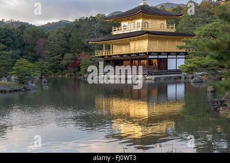 Kinkaku-Ji (Gold-Pavillon Tempel) Kyoto, Japan - Stockfoto