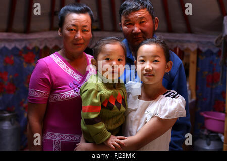 Nomadenfamilie in der Mongolei - Stockfoto