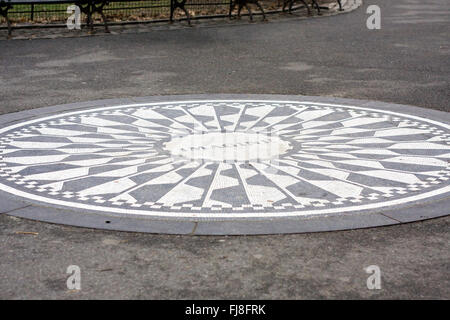 "John Lennon imagine"""" Memorial Teil Strawberry Fields im New Yorker Central Park ohne irgendwelche Leute. - Stockfoto"