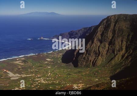 Blick auf das Tal El Golfo und die Insel La Palma im Hintergrund, El Hierro, Kanarische Inseln, Spanien, Europa - Stockfoto