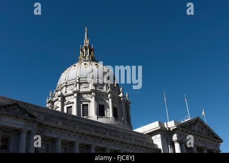 Die zentrale Kuppel auf die Stadt und Grafschaft von San Francisco City Hall, bei dem Civic Centre, San Francisco, - Stockfoto