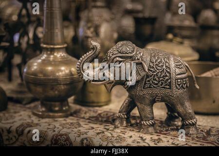 Detaillierte Nahaufnahmen Elefant Figur gemacht aus Metall. - Stockfoto
