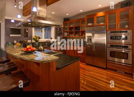 aus granit k che mit hartholzb den insel counter bar stockfoto bild 187436724 alamy. Black Bedroom Furniture Sets. Home Design Ideas