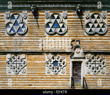RUSHTON dreieckige LODGE, Northamptonshire. Blick auf den Eingang und Erdgeschoss und ersten Stock Fenstern auf - Stockfoto