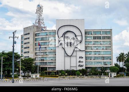 Ernesto Che Guevara Wandbild an der Fassade des Ministeriums für innere Gebäude Plaza De La Revolucion, Havanna, - Stockfoto
