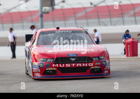 Las Vegas, NV, USA. 4. März 2016. Las Vegas, NV - 4. März 2016: Darrell Wallace Jr. (6) Verfahren für die Boyd Gaming - Stockfoto
