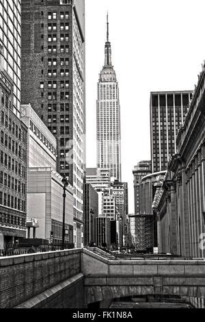 NEW YORK CITY - 25 März: Das Empire State Building in Manhattan, ist ein Wahrzeichen von 102-Geschichte-Wolkenkratzer - Stockfoto