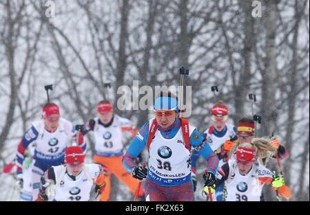 OSLO, NORWEGEN. 5. MÄRZ 2016. Biathlet Daria Virolaynen Russlands konkurriert in der Frauen 10km Verfolgungsrennen - Stockfoto