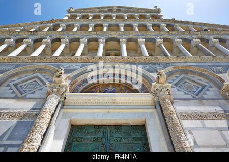 ITALIEN PISA ARCHITEKTUR ARCHITEKTURDETAIL