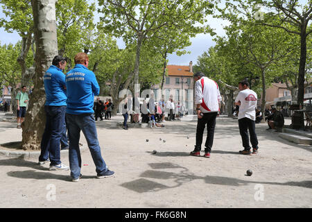 Saint-Tropez, spielen Boule auf der Place des Lices, St. Tropez, Var, Provence, Cote d ' Azur, Côte d ' Azur, Frankreich - Stockfoto