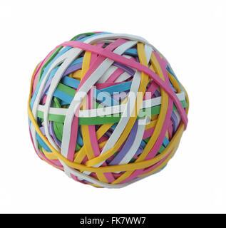 Ball von bunten elastischen Gummibändern, Studio gedreht isoliert auf einem weißen Hintergrund. - Stockfoto