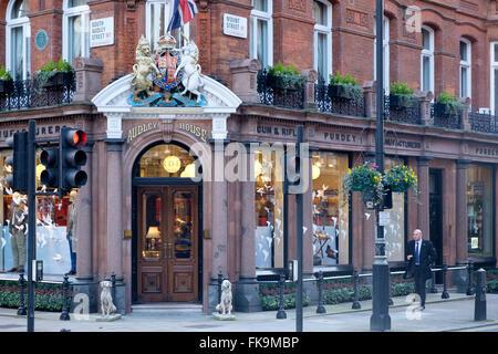 London, UK - 24. Februar 2016: die Purdey speichern auf South Audley Street, Mayfair - Verkauf Pistolen und Gewehre - Stockfoto