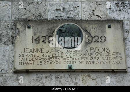 Gedenktafel zu Ehren von Jeanne Darc - Joan of Arc - Chateau Royal de Blois - königliche Schloss von Blois - Stockfoto