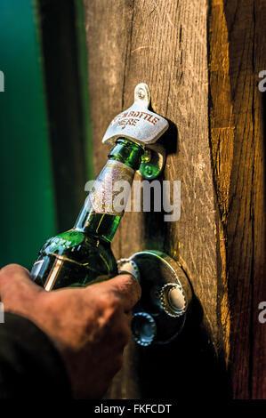 Bieröffner - Stockfoto