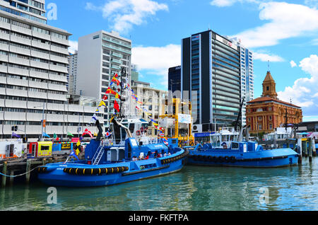 AUCKLAND, NZL - 31 JAN 2016:Tugboats Liegeplatz am Captain Cook Kai in Ports of Auckland, neue Zealand.Tugboat, - Stockfoto