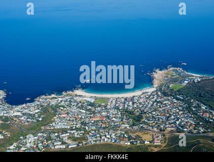 Luftaufnahme von Camps Bay, Western Cape, Südafrika - Stockfoto