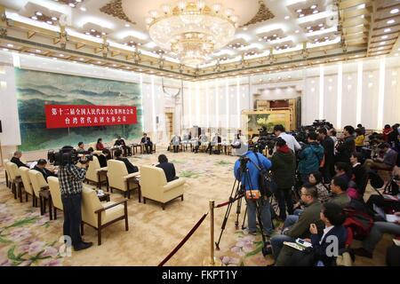 Peking, China. 10. März 2016. Eine Plenarsitzung des Abgeordneten aus Südost-China Taiwan mit der vierten Sitzung - Stockfoto