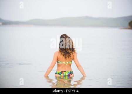 frau taille tief im wasser portrait stockfoto bild 42053015 alamy. Black Bedroom Furniture Sets. Home Design Ideas