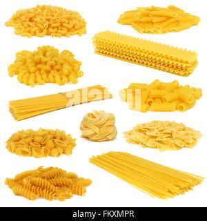 Sortiment von trockenen Teigwaren unterschiedlicher Arten isoliert auf weißem Hintergrund - Stockfoto
