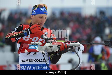 Erik Lesser von Deutschland auf dem Schießstand während die Männer 20km Einzelwettkampf bei den Biathlon-Weltmeisterschaften - Stockfoto