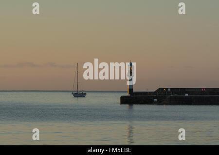 Penzance, Cornwall, UK. 11. März 2016. Großbritannien Wetter. Sonnenaufgang in Penzance. Bildnachweis: Simon Maycock/Alamy Live-Nachrichten