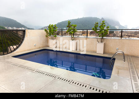 Pool auf dem Dach (Rio De Janeiro, Brasilien) - Stockfoto