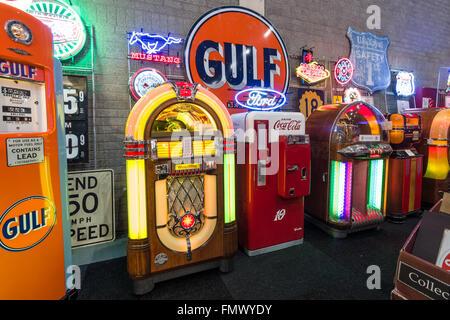 Retro Kühlschrank Coca Cola : Verschiedenen retro jukeboxen und retro kühlschrank coca cola
