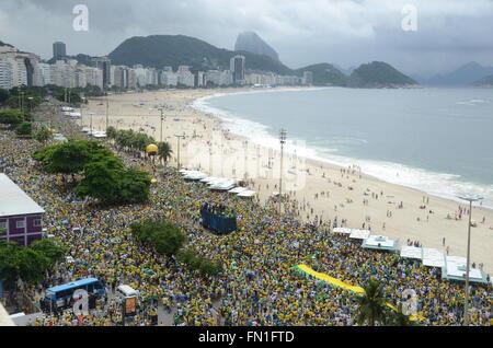 Rio De Janeiro, Brasilien. 13. März 2016. Zehntausende Menschen demonstrieren für die Amtsenthebung des Präsidenten - Stockfoto