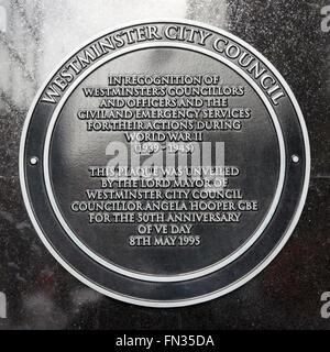 Gedenktafel zur Erinnerung an die Handlungen der Menschen, verbunden mit dem Rat während des zweiten Weltkriegs - Stockfoto