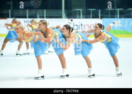 ZAGREB, Kroatien - März 12: Schweden 2 führen in der Junioren-Kür in Tag2 der ISU synchronisiert Skating Junior - Stockfoto