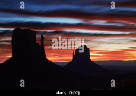 Monument Valley am Sonnenaufgang, Arizona, USA - Stockfoto