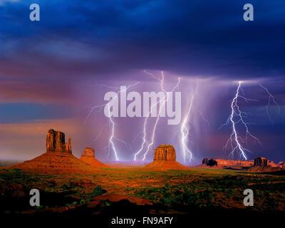 Blitze über Monument Valley, Arizona, America, USA - Stockfoto