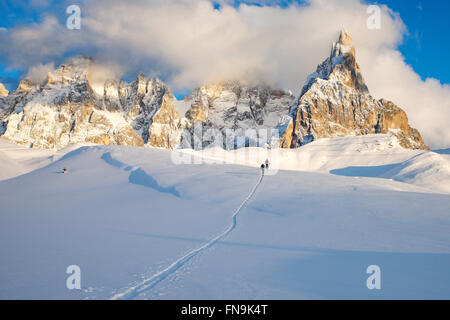 Zwei Skifahrer, Dolomiten, Italien - Stockfoto