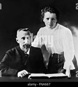 Marie Curie und ihr Mann Pierre. Foto der Nobelpreis ausgezeichneten Wissenschaftler, Pierre und Marie Curie 1903 - Stockfoto