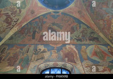 Geburt von Jesus und die Taufe Christi. Wandmalereien von russischen Ikonenmaler Rostislav Koryakin (1918-1999) - Stockfoto