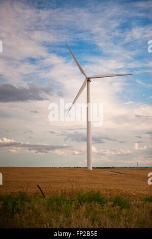 Windkraftanlagen, Wind Mill, Wind Strom Generator im Mittleren Westen der USA - Stockfoto