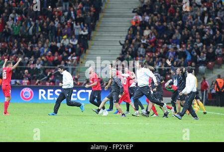 Warschau, Polen - 27. Mai 2015: FC Sevilla Spieler und Mitarbeiter reagieren nach dem Sieg im Spiel gegen FC Dnipro - Stockfoto