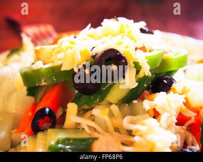 Salat mit Käse - Stockfoto