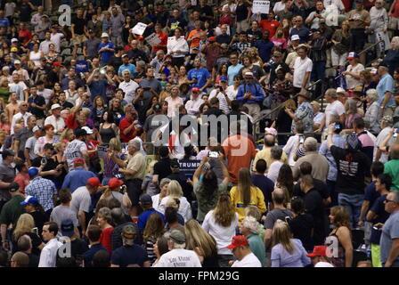 Tucson, USA. 19. März 2016. Mehrere Demonstranten stören Donald Trump politische Kundgebung in Tucson Arizona, USA. - Stockfoto
